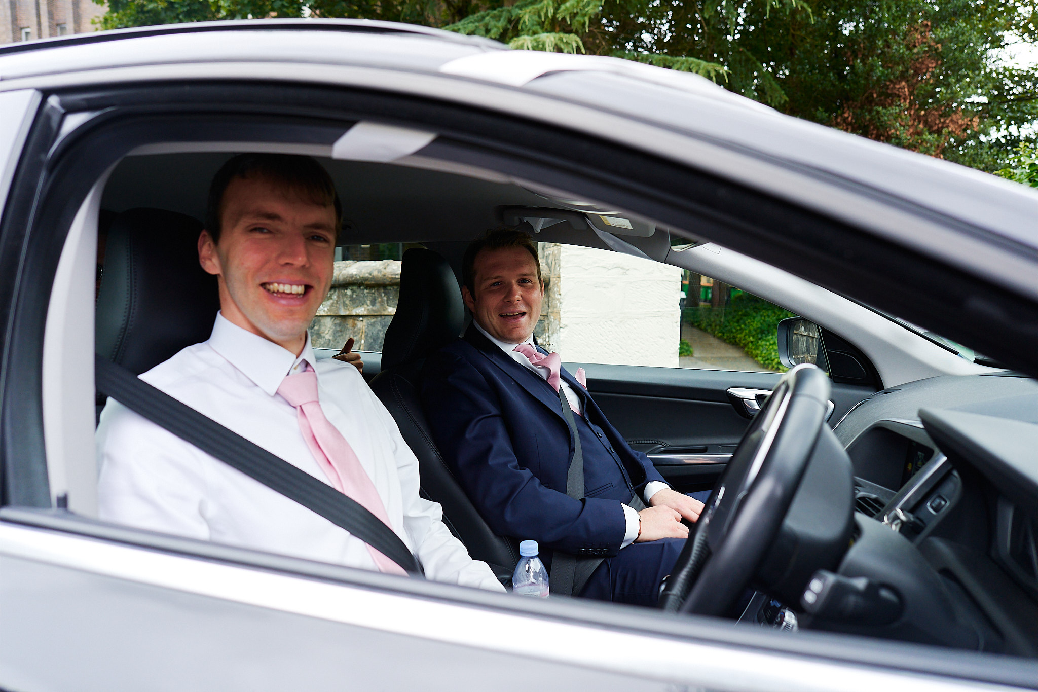 arrival of groom and one best man in car